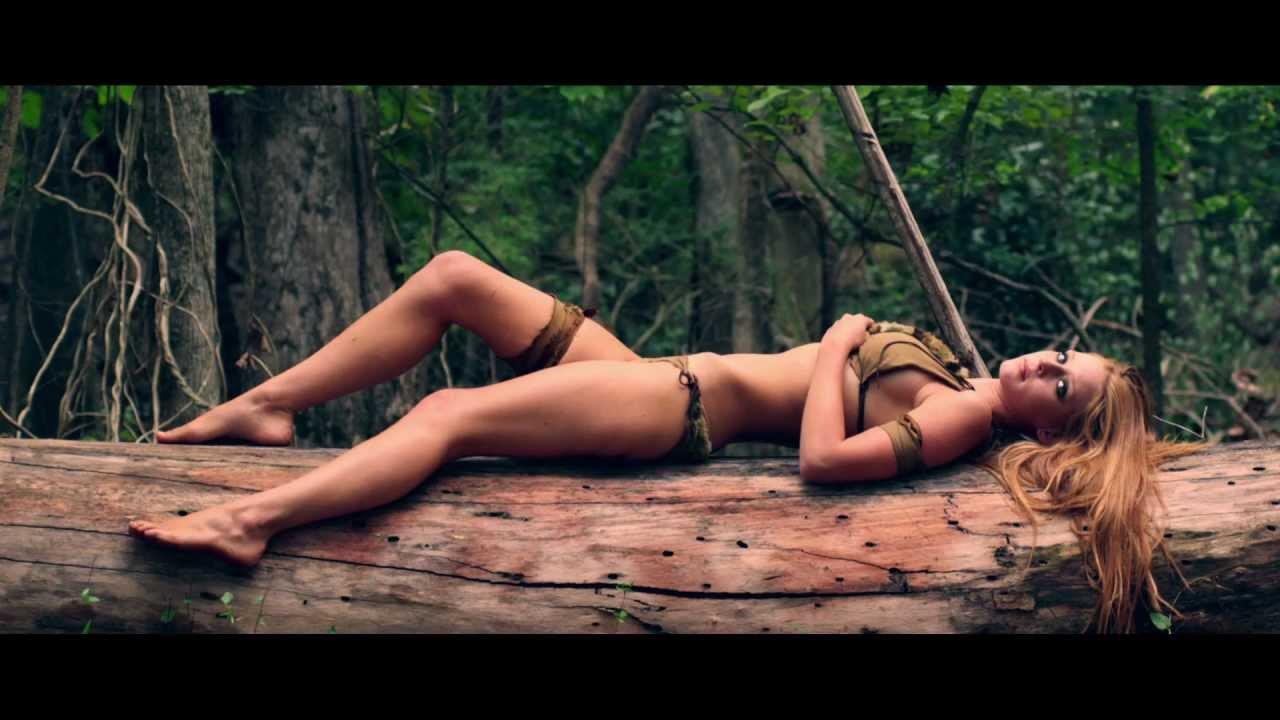 Секс видео онлайн привязанные, сидит на члене вид сзади